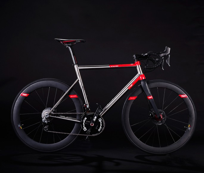 T 176 Red Introduces Vedovanera Edition For Aracnide Titanio
